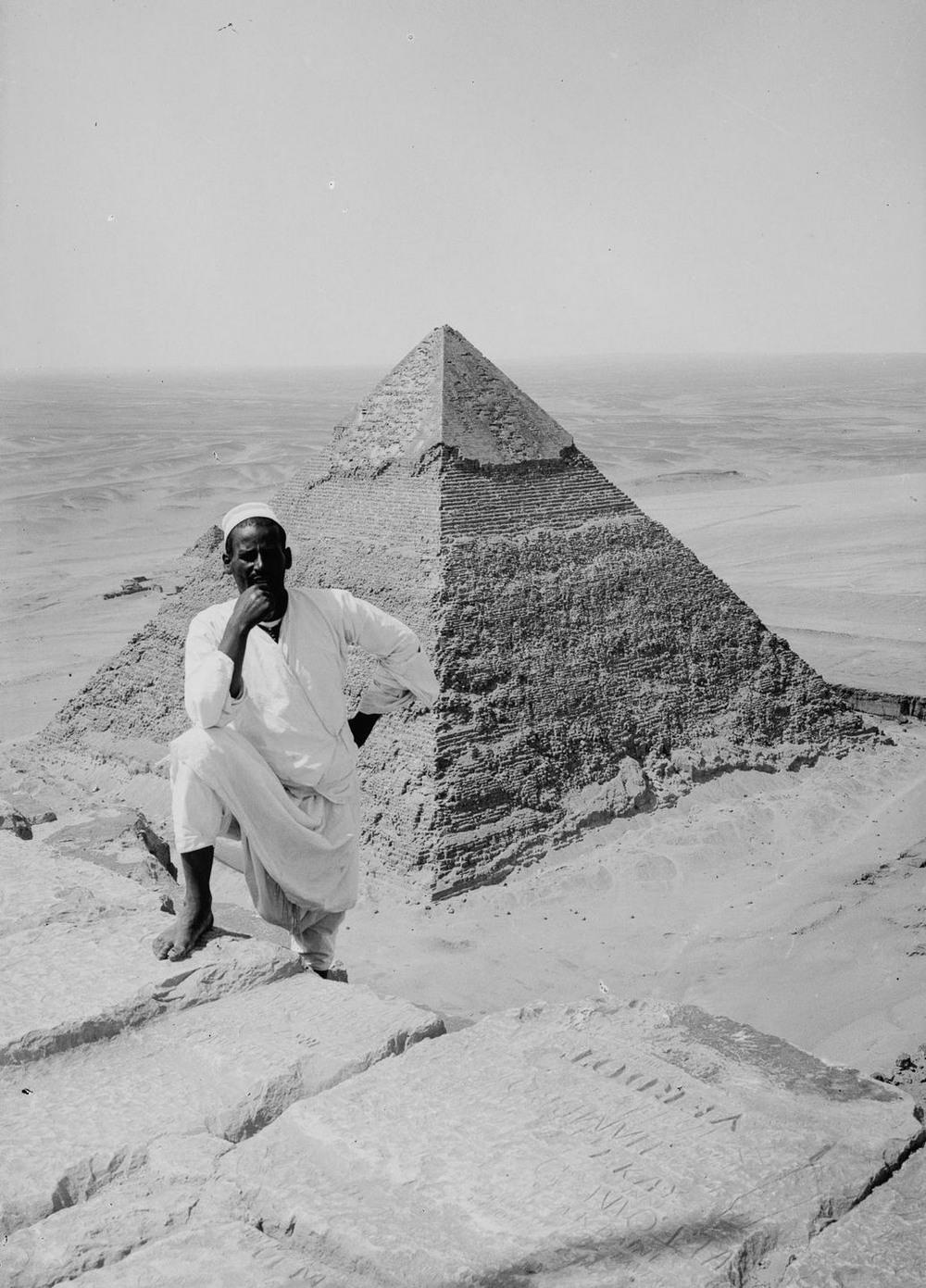 retro-foto-turistov-na-piramidah-Gizy_19