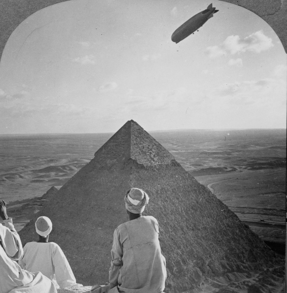 retro-foto-turistov-na-piramidah-Gizy_20