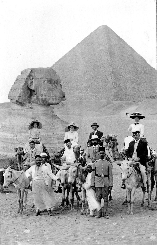 retro-foto-turistov-na-piramidah-Gizy_3