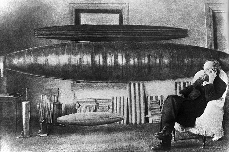 Константин Эдуардович Циолковский скончался от рака желудка 19 сентября 1935 года, на 79-м году жизни, в Калуге.
