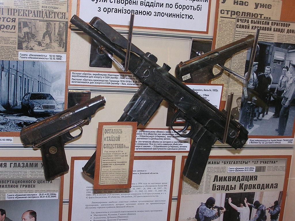 Борз, или Борс (чеч. Борз — «волк») — чеченский пистолет-пулемёт, копия армянского ПП К6-92, в небольших количествах выпущенная грозненским заводом «Красный молот» во время правления Джохара Дудаева
