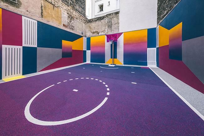 Красочный баскетбольный комплекс Пигаль в Париже