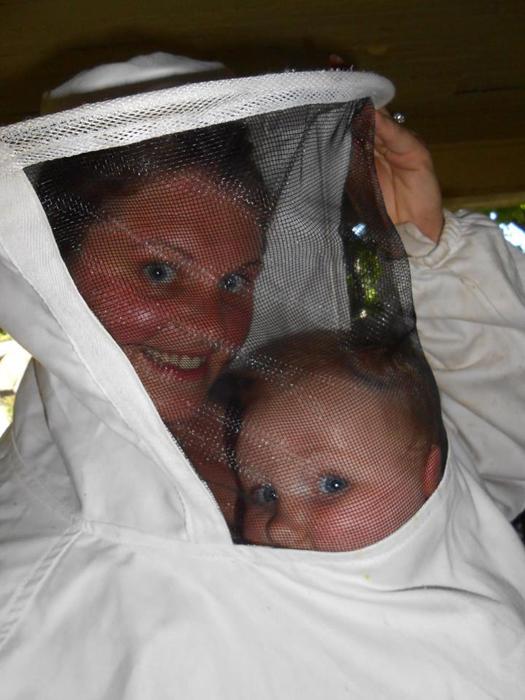 Эмили и вся ее семья занимается пчелами уже несколько лет.