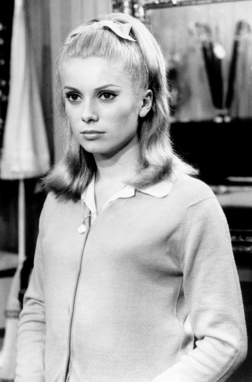 catherine-deneuve-style-evolution-the-umbrellas-of-cherbourg-620bes030211