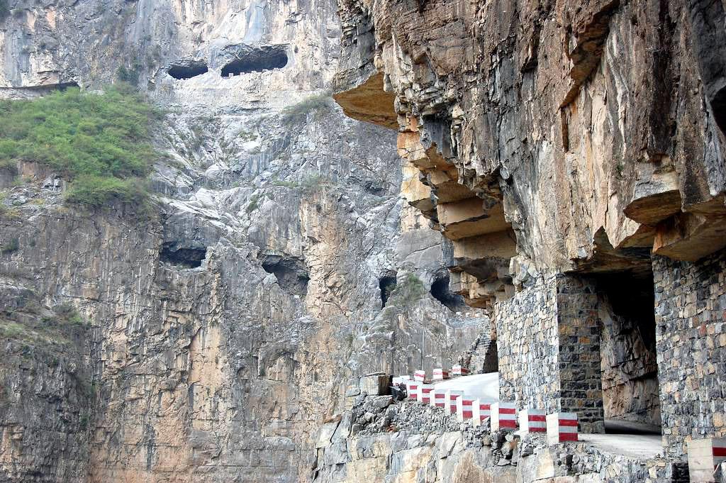 guoliang-tunnel-road_1