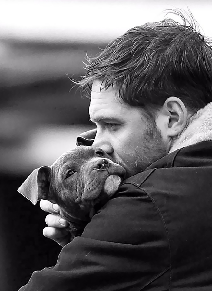 love-for-dogs-tom-hardy-31-59bf894952dc2__700