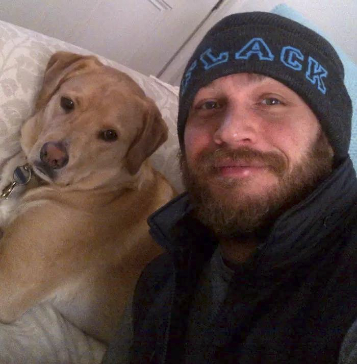 love-for-dogs-tom-hardy-7-59bf724807b3a__700