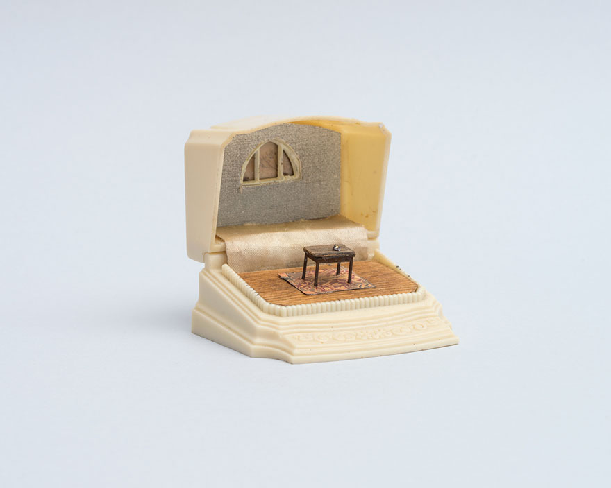 vintage-ring-box-miniature-diorama-talwst-v3