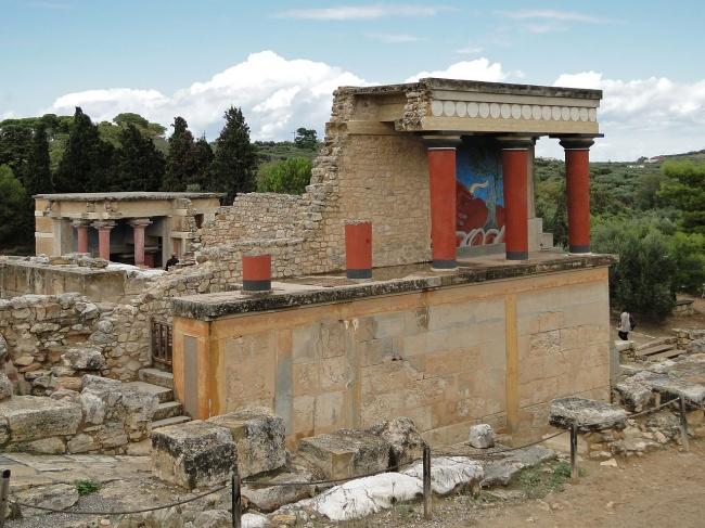 3945115-1280px-Knossos_-_North_Portico_02-1505989800-650-f409a52f9e-1506515776
