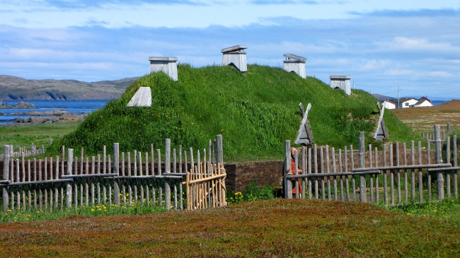3945665-LAnse_aux_Meadows_recreated_long_house-1505376754-650-8303914e45-1506515776