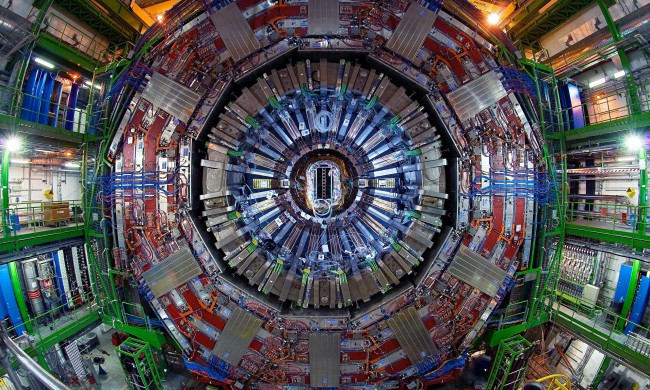 The-Large-Hadron-Collider-014-650x390