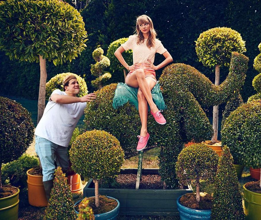 celebrity-pic-photobomp-photoshop-average-rob-9-59cded0f03542__880