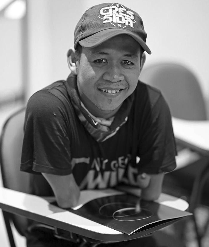 no-legs-arms-photographer-achmad-zulkarnain-indonesia-1-59d1dc4aee39a__700