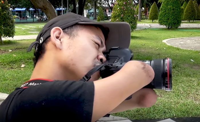 Ахмад Зулкарнаин — профессиональный фотограф без рук