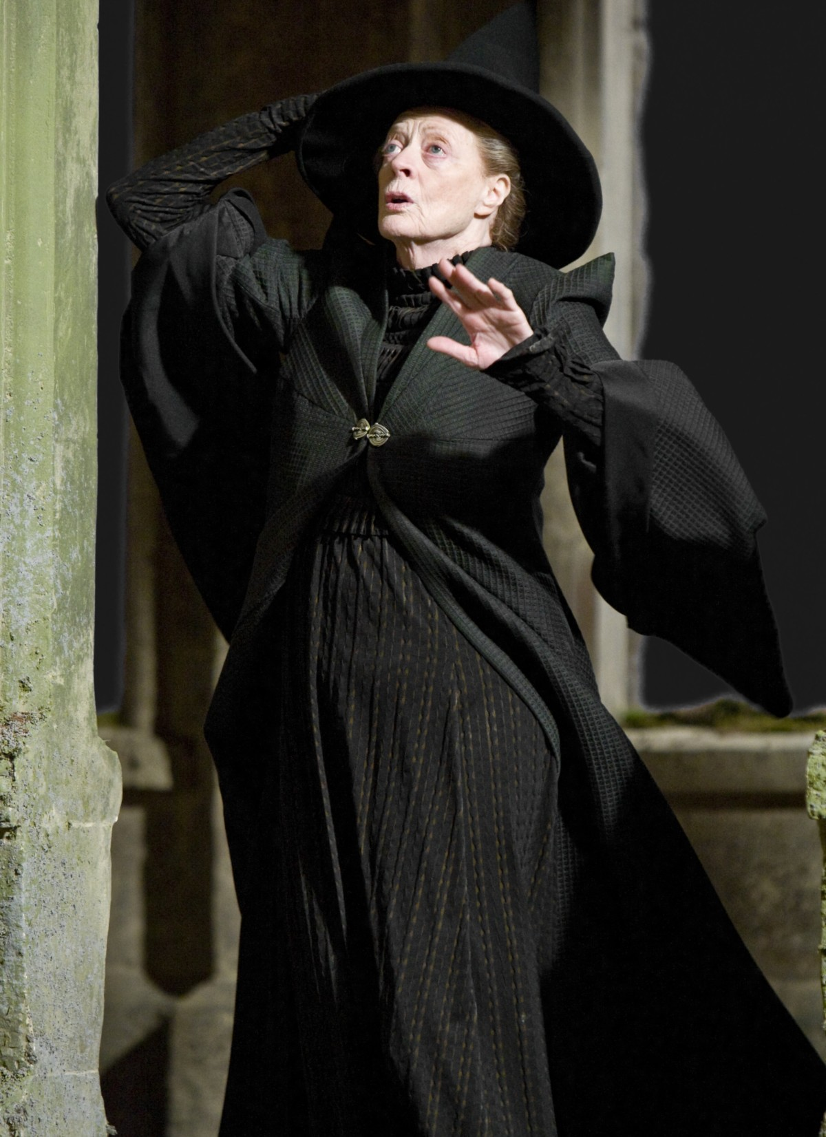 MinervaMcGonagall_WB_F6_McGonagallHoldingHat_Still_080615_Port