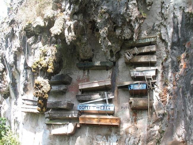 8176065-800px-Hanging_Coffins_of_Sagada_Mountain_Province-1512989178-650-918e39f145-1513340929