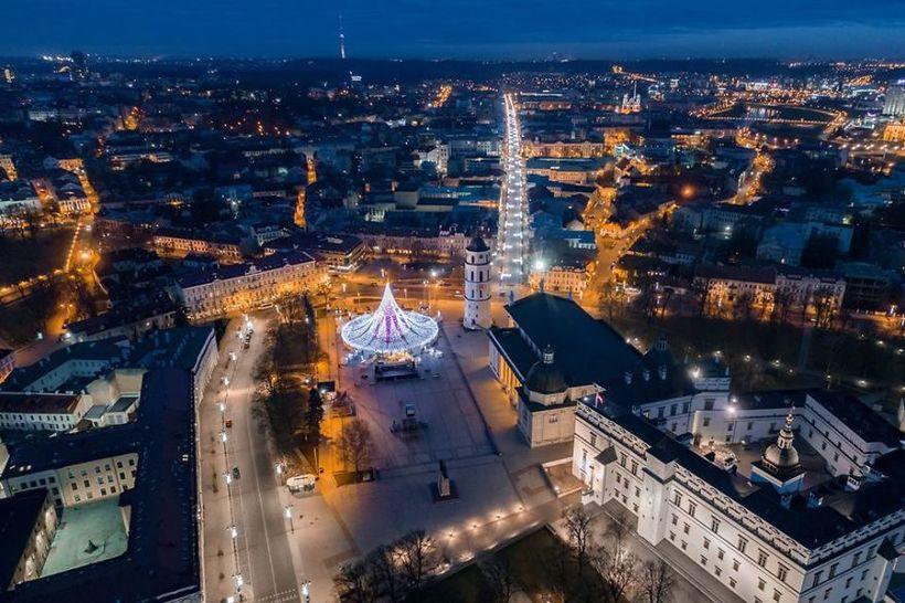 Vilnius-Does-It-Again-Spectacular-Christmas-Tree-Illuminated-By-70000-Lightbulbs-Starts-Festive-Season-in-Lithuanias-Capital-5a251196e4779__880