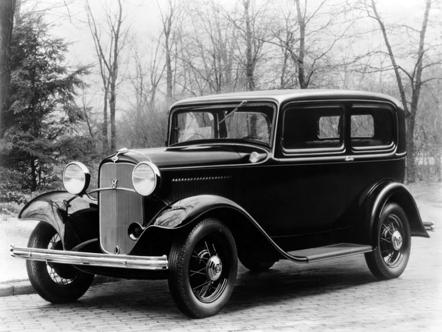 1932 Ford V8 Deluxe Tudor Sedan 001