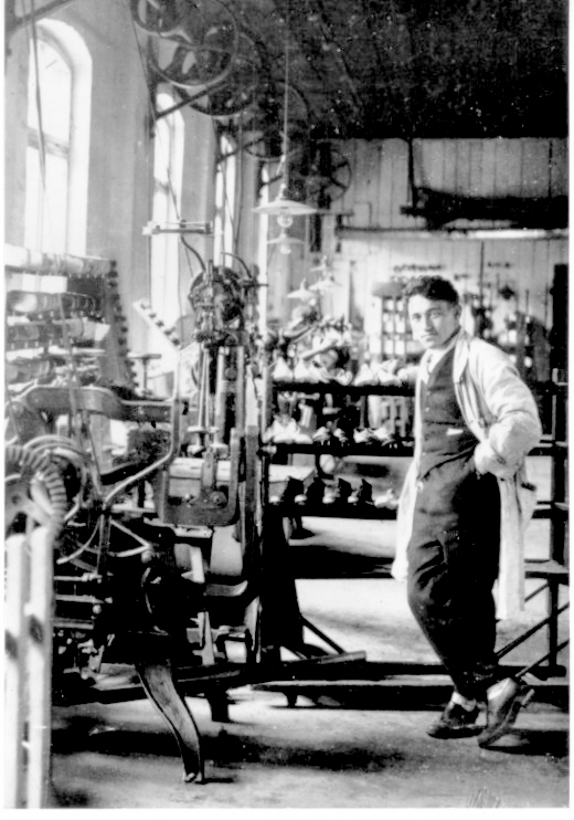 Adi-Dassler-na-fabrike