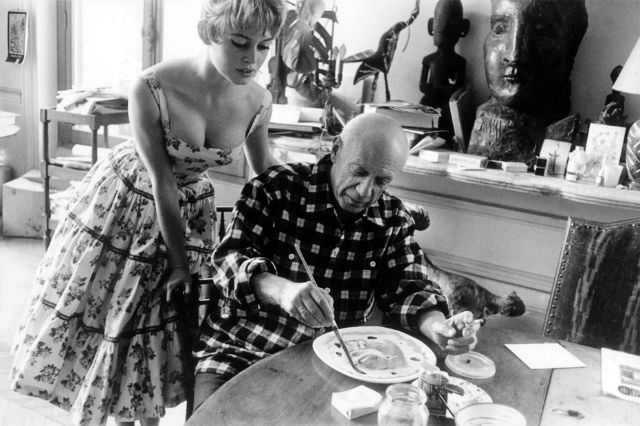 Bardot-Picasso_Cannes_1956_07