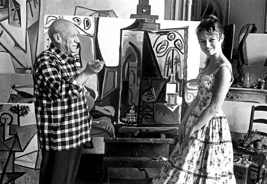 Bardot-Picasso_Cannes_1956_08