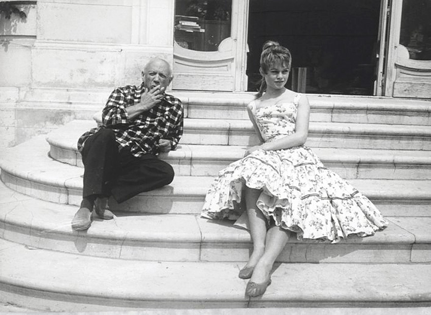 Bardot-Picasso_Cannes_1956_09