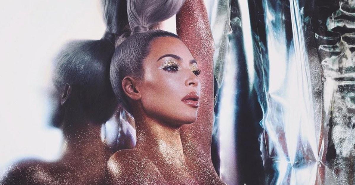 kim-k-glitter-naked