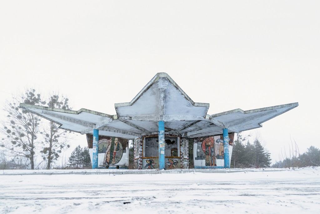 sovetskie-avtobusnye-ostanovki-fotograf-Kristofer-Hervig_4