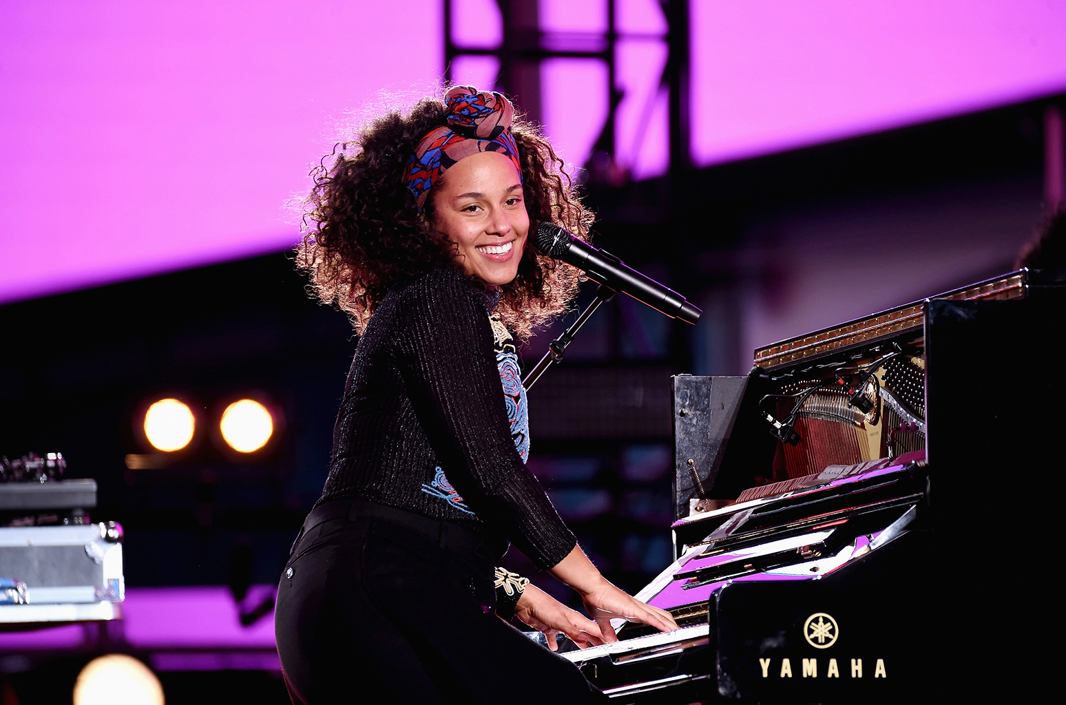 01-alicia-keys-perform-time-square-new-york-2016-billboard-1548