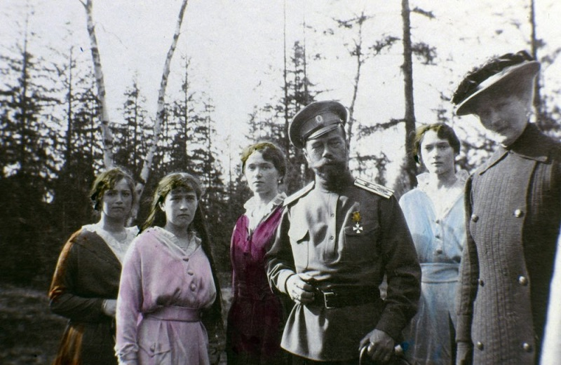 Unique Romanov Family Pictures Coloured By Tsar's Daughters