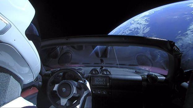 Машина дрейфует в космосе, пока не отправится в сторону Марса
