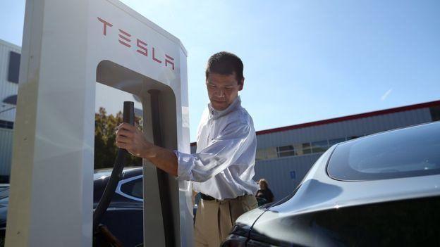 Компании Tesla удалось отойти от стереотипа о малой мощности электромобилей