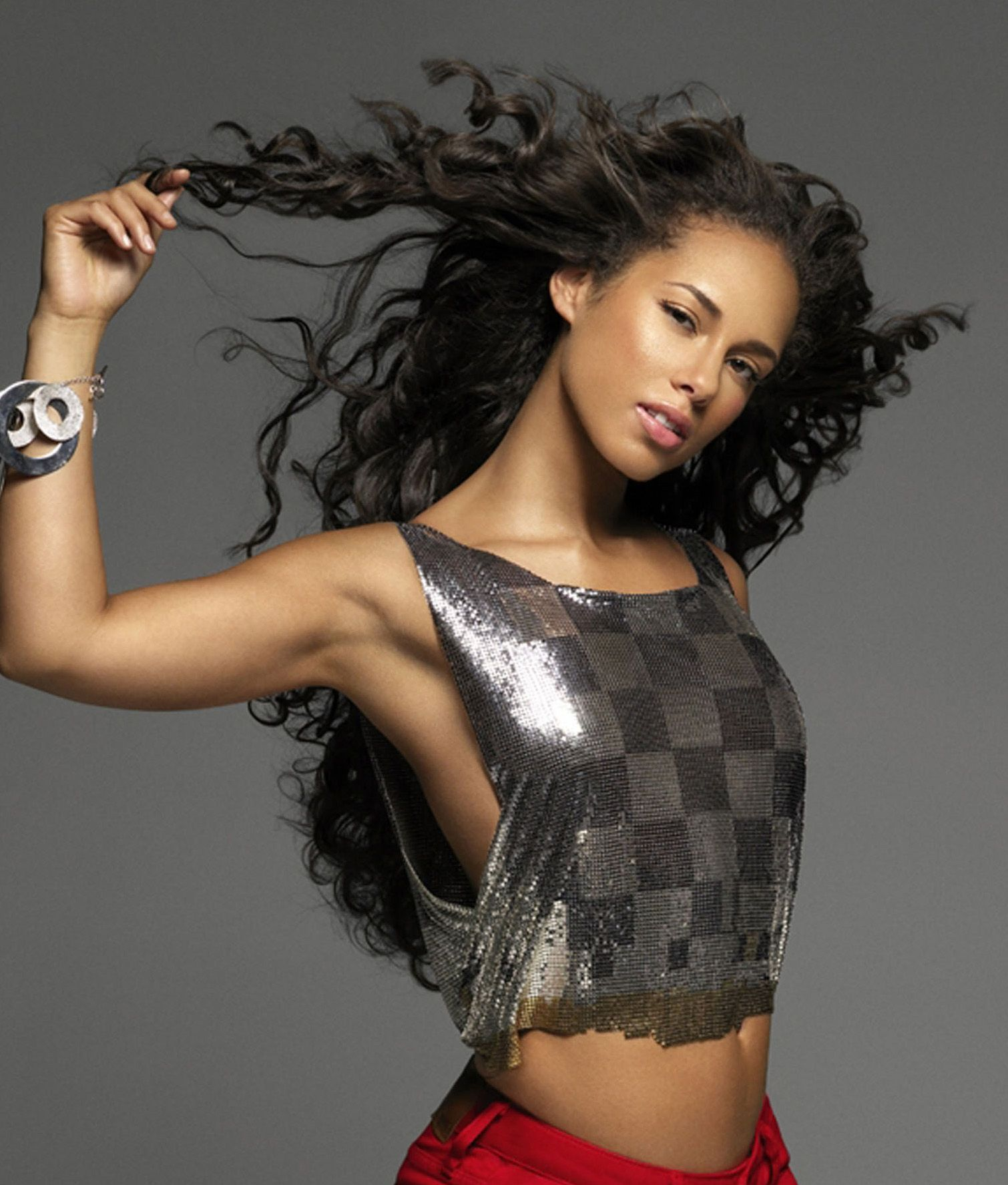 Popular-Singer-Alicia-Keys-Hot-Stills