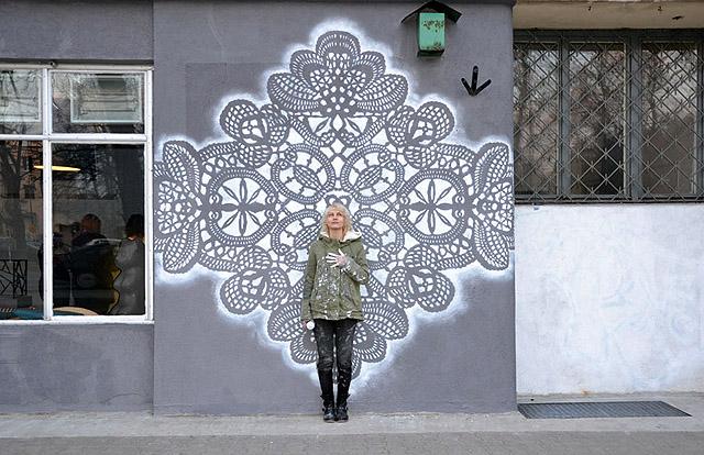 Художница из Варшавы придает городу душевную атмосферу тепла и уюта