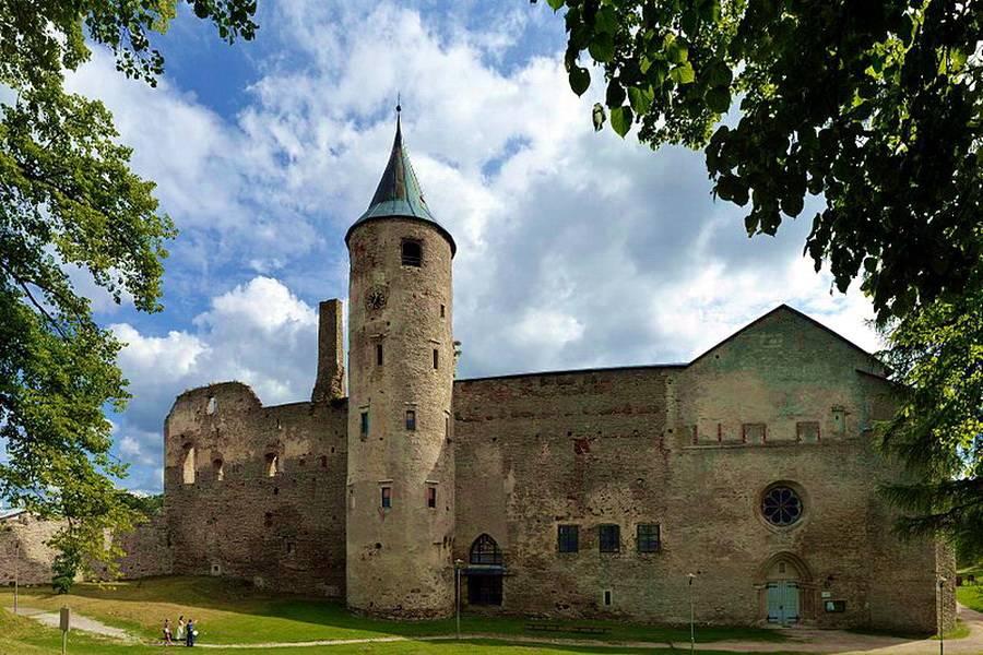 История, легенды и красоты Епископского замка