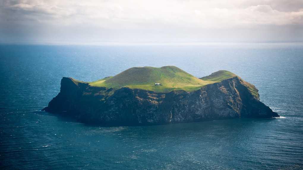 Nature___Islands_Island_near_Iceland_104504_