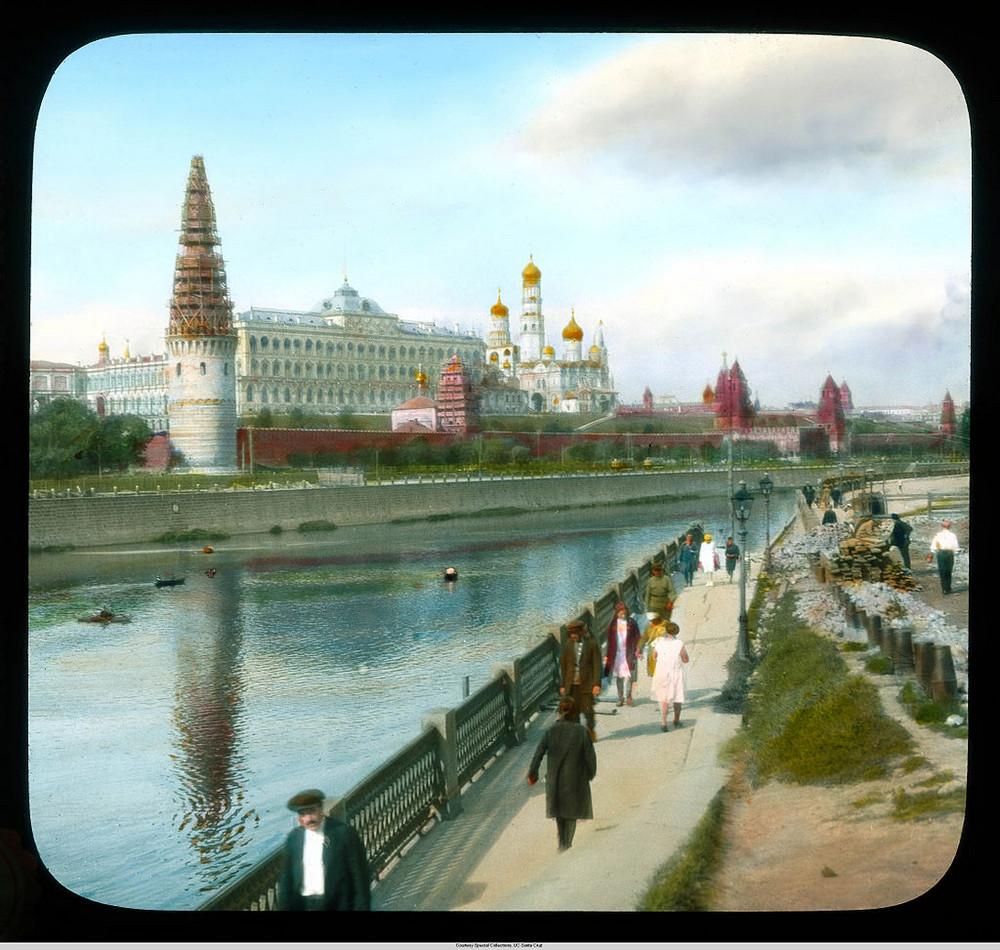 Кремль со стороны Большого Каменного моста, Москва.