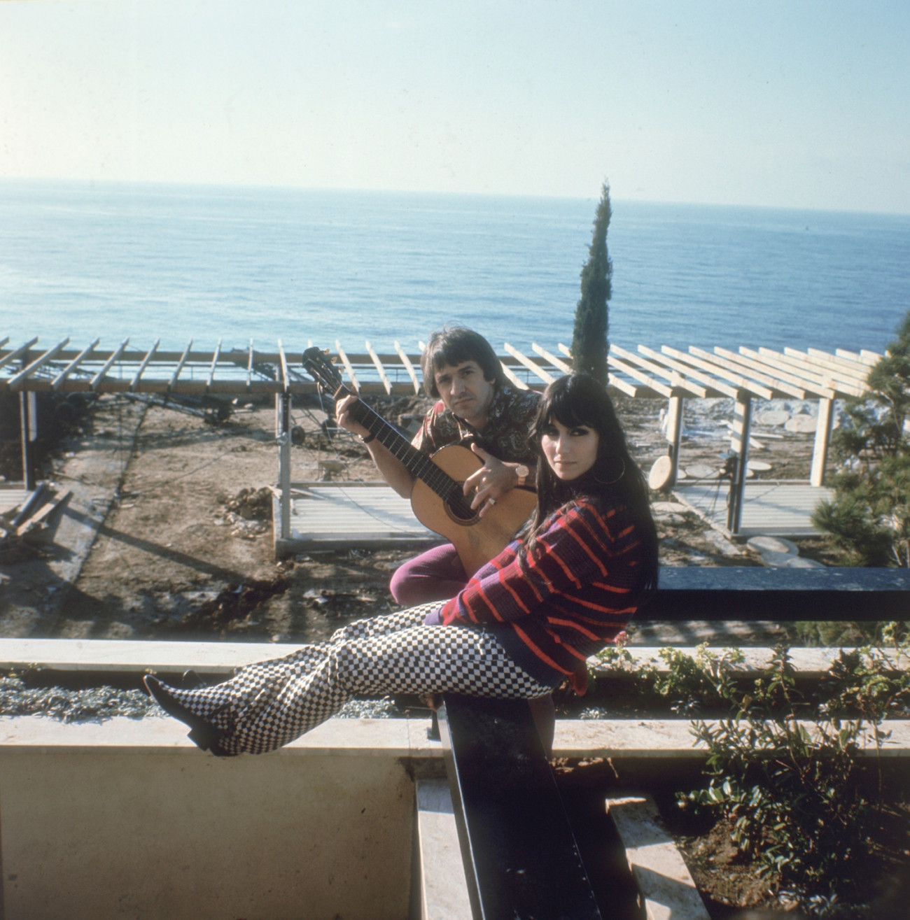 Salvatore Bono (1935 - 1998) and Cherilyn Sarkasian LaPier, better known as the husband and wife duo, Sonny and Cher, at their home in California, circa 1966. (Photo by Keystone/Hulton Archive/Getty Images)