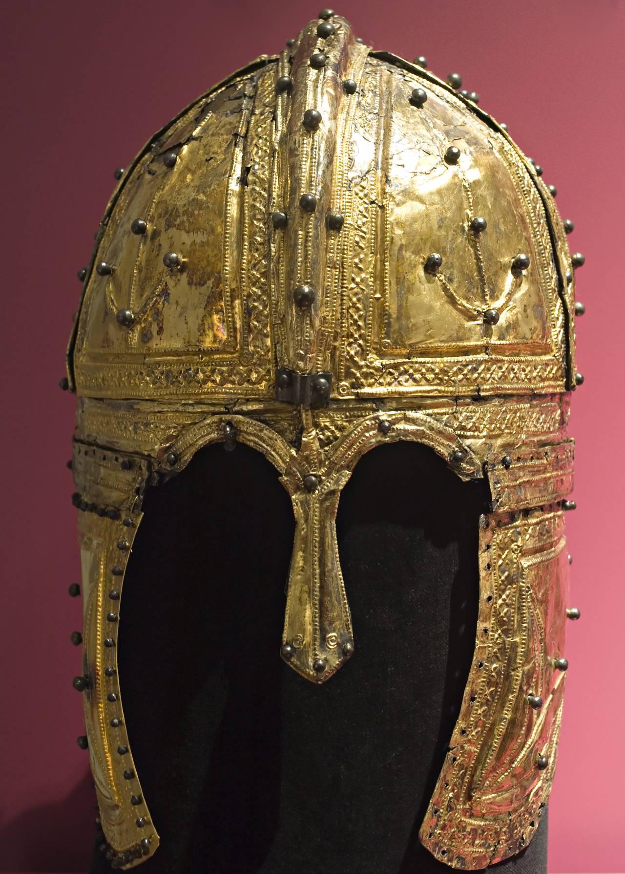 1523169987_3.-shlem-iz-derne-nachalo-4-veka-n.e.nacionalnyy-muzey-drevnostey-leyden