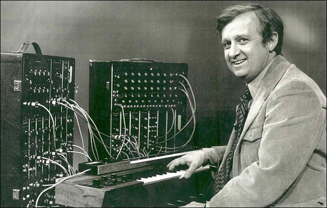 Гершон Кингсли (р.1922), он же Гётц Густав Кшински, композитор, клавишник, аранжировщик, дирижер. Родился в Бохуме (Германия). Отец - еврей, мать - немка.