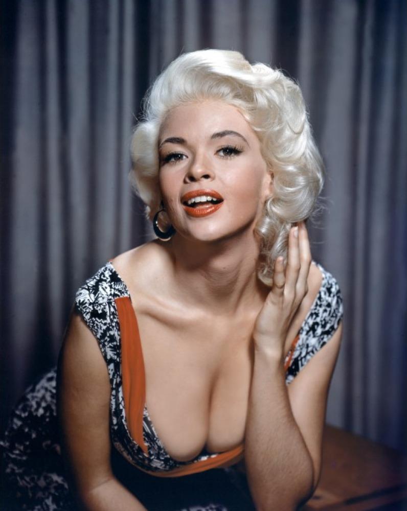 """У нее были все атрибуты секс-звезды: розовый лимузин, """"розовый"""" особняк с ванной в форме сердца, муж- """"Мистер Вселенная- 1955″."""