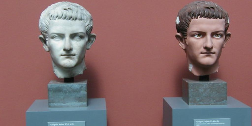 Мраморный бюст Калигулы и его раскрашенная копия. Новая глиптотека Карлсберга (Копенгаген)