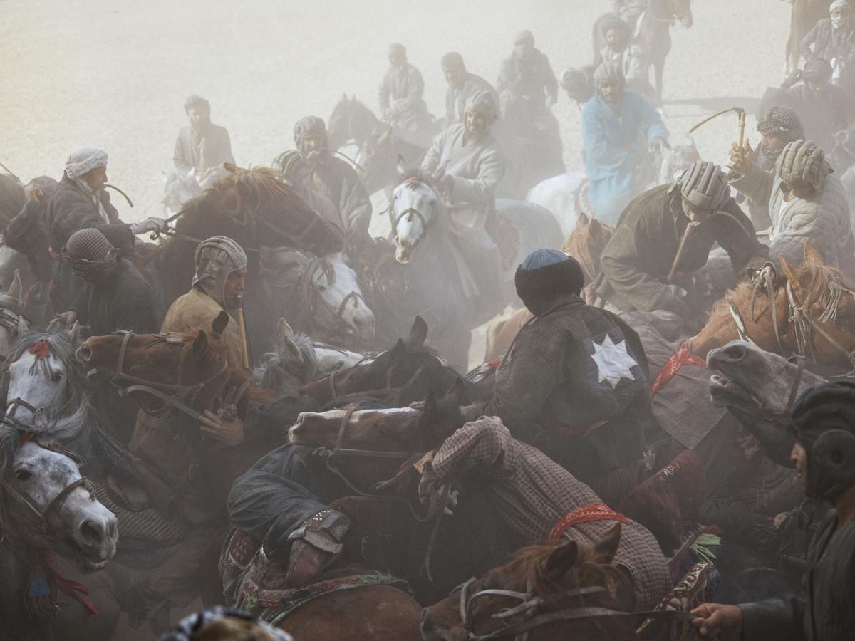 Древняя игра воинов — бузкаши: фото Балаза Гарди