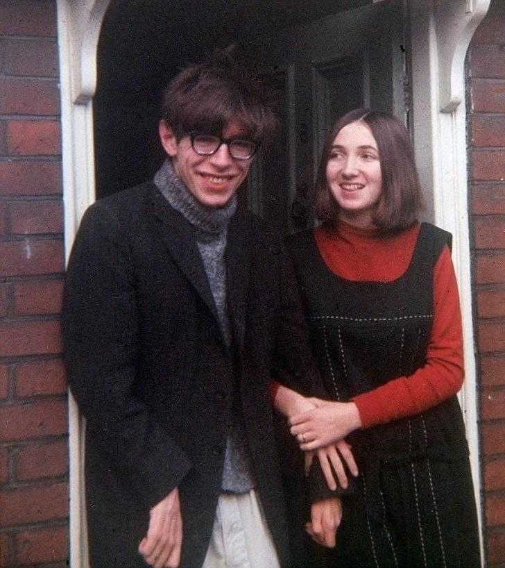 Стивен Хокинг со своей будущей женой. 1964 год