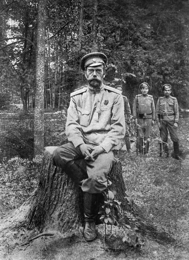 Одна из последних фотографий императора Николая II. 1917 год