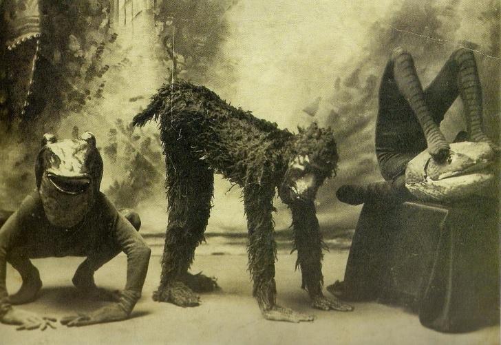 Актеры, которые играют животных в пьесе. Лондон, 1894 год