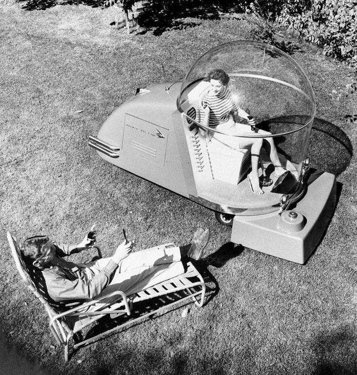 Роскошная газонокосилка с кондиционером. 1950-е годы