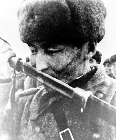 С осени 1943 года 406 добровольцев-тувинцев били фашистов на разных фронтах. - При явном превосходстве противника тувинцы стояли насмерть.