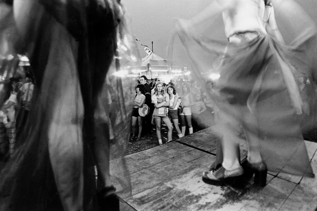 Karnavalnye-striptizershi-Fotograf-Syuzen-Meyzelas_22