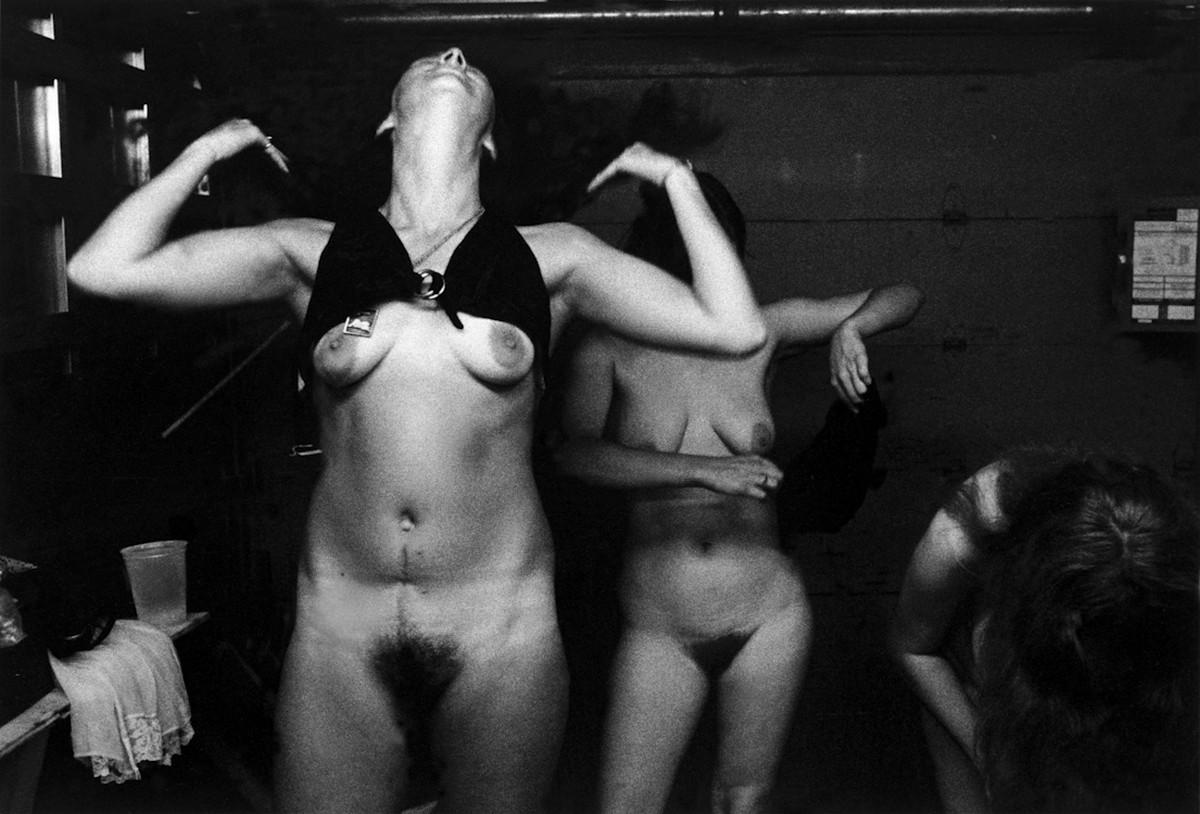Karnavalnye-striptizershi-Fotograf-Syuzen-Meyzelas_25